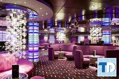 Phòng karaoke đẹp lung linh với đèn chùm pha lê và ánh sáng tím