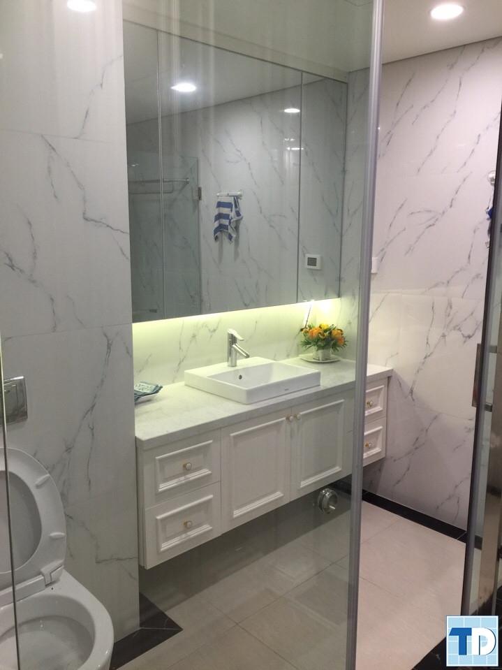 Phòng tắm với các thiết bị tiện nghi cao cấp