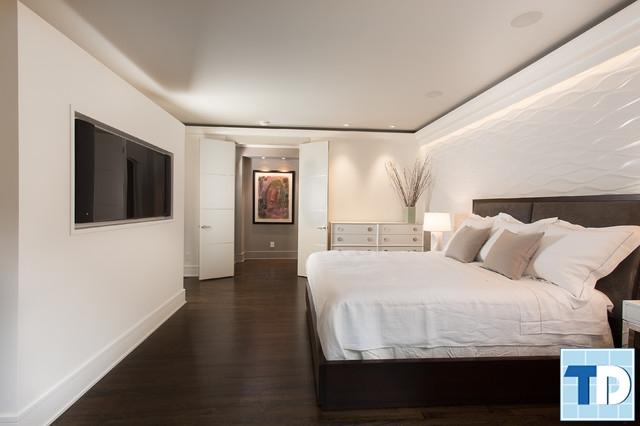 Phòng ngủ con trai với gam trắng tương phản nền sàn gỗ óc chó