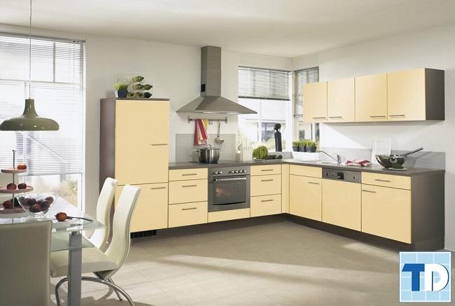 Nội thất bếp đơn giản ấm cúng với sắc vàng tươi