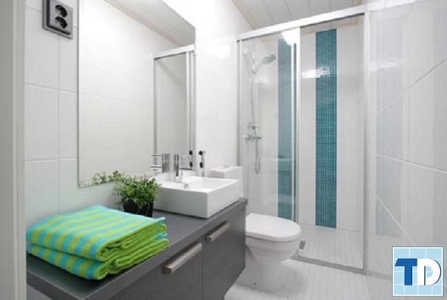 Phòng tắm nhỏ với nội thất giá rẻ