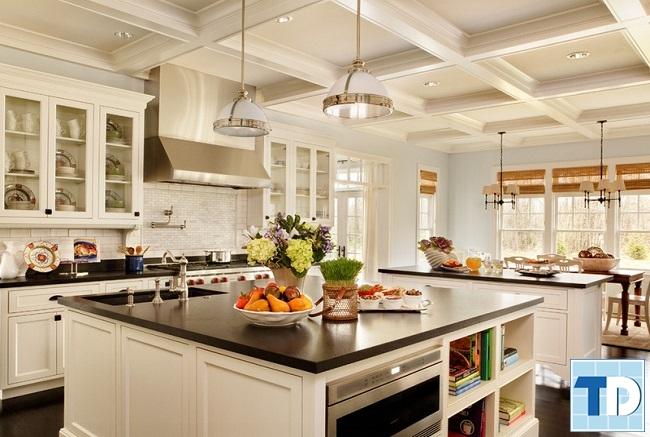 Phòng bếp tân cổ điển với các thiết bị tiện nghi