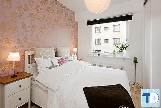 Phòng ngủ với gam trắng chủ đạo giúp mở rộng không gian