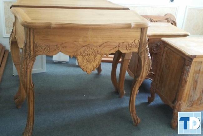 Mẫu bàn gỗ tân cổ điển