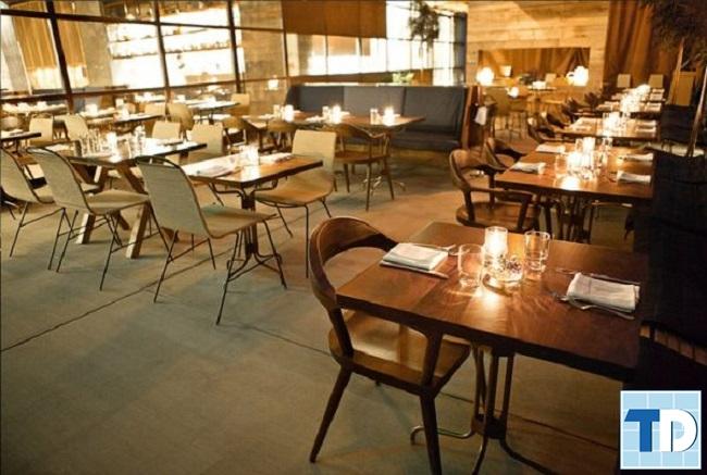 Không gian nhà hàng ấm áp, gần gũi