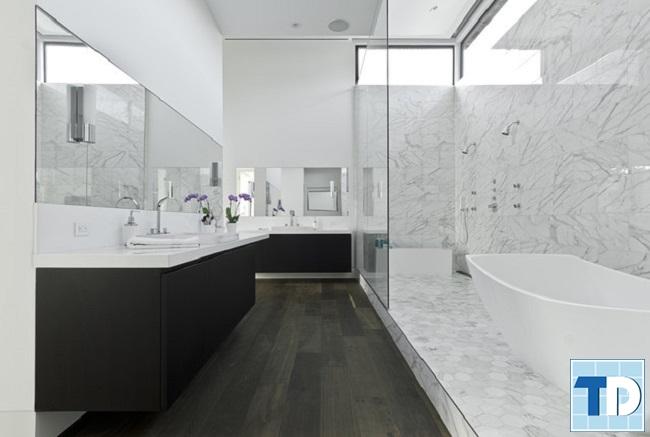 Phòng tắm đứng lớn