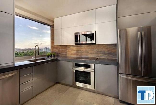 Phòng bếp hiện đại với nội thất gỗ