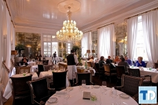 Mẫu nội thất nhà hàng tân cổ điển đẹp sang trọng quý phái