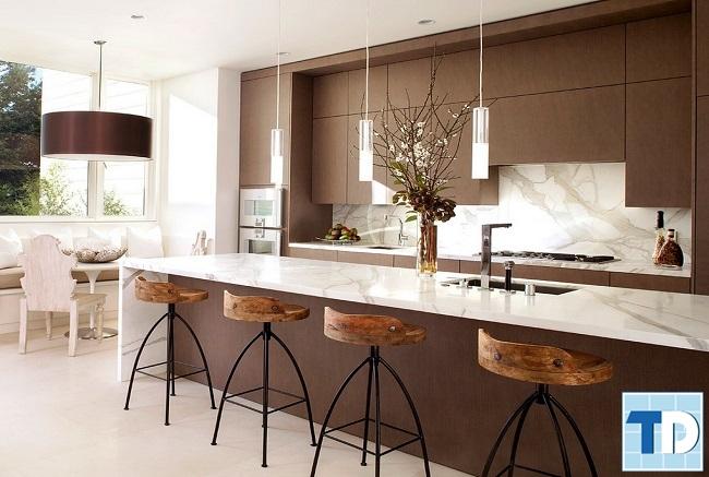 Phòng bếp với gỗ mộc mạc gần gũi