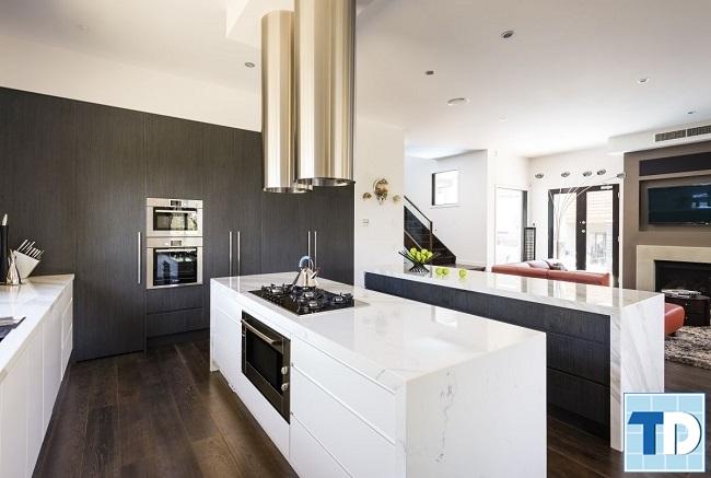 Phòng bếp chung cư đơn giản mà sang trọng