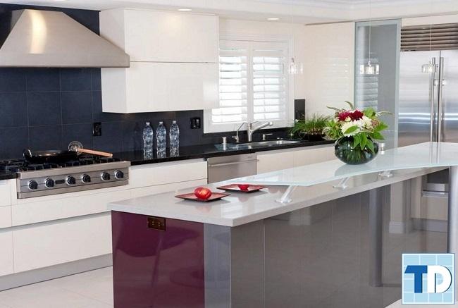 Nội thất phòng bếp gọn gàng sạch sẽ ngăn nắp