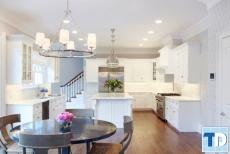 Thiết kế nội thất phòng bếp chung cư đẹp lộng lẫy kiến trúc Châu Âu