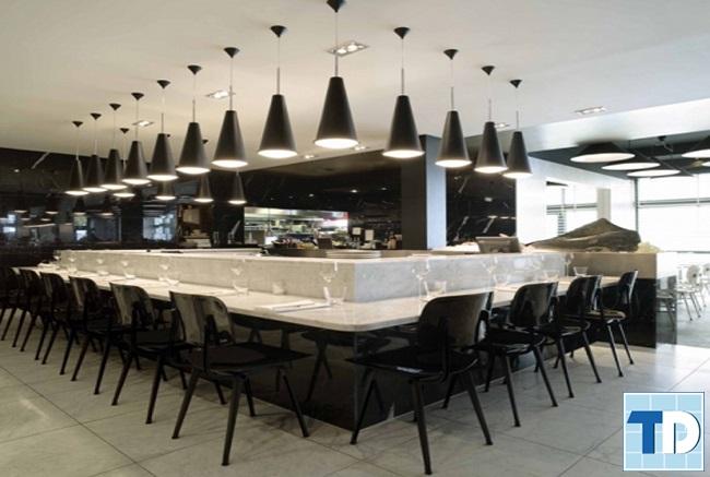 Nhà hàng lịch lãm với thiết kế đen trắng