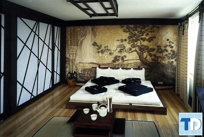 Phòng ngủ master với giường sàn thấp