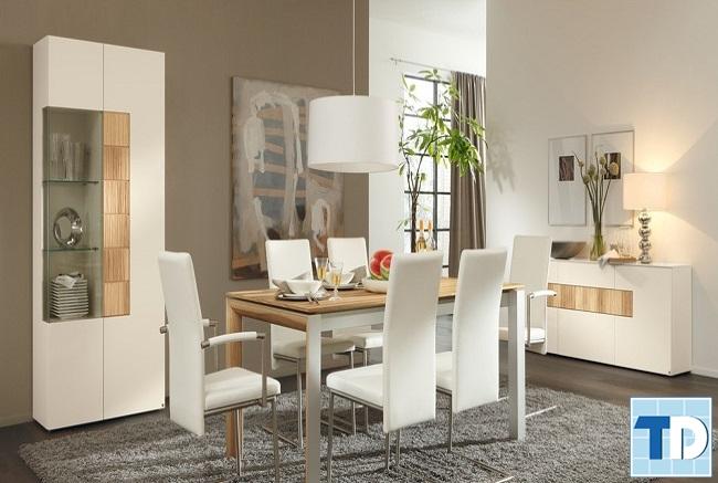 Không gian trang nhã với bàn ăn màu trắng