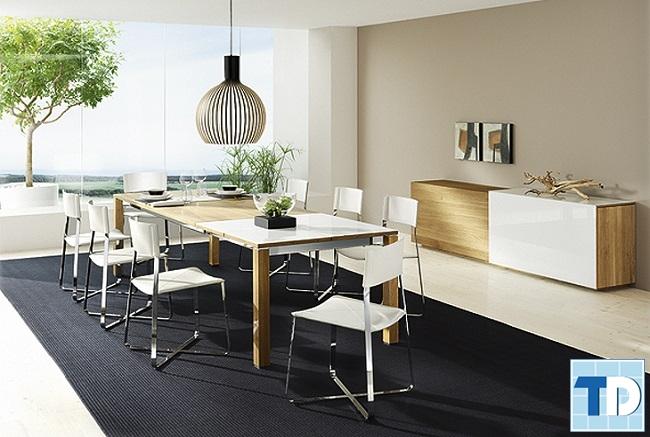 Không gian bàn ăn gỗ đơn giản mộc mạc