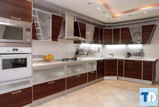 Phòng bếp cao cấp với các thiết bị tiện nghi