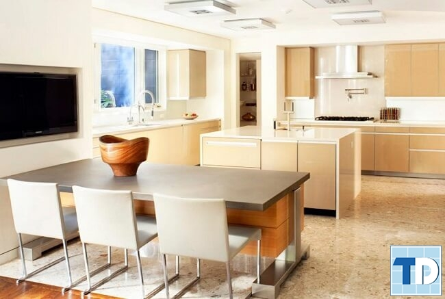 Bàn ăn và khu bếp tiện nghi